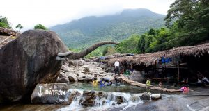 we-visit-suoi-voi-elephant-springs-hue
