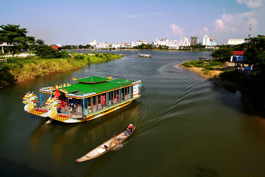 Tour name: Hue guided tour by car and boat H4 - Stop & Go Cafe Tour